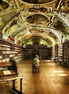 I have been to Prague. Do not remember seeing the Library of Strahov Monastery, Prague. May need to go back. Beautiful Library, Dream Library, Beautiful Buildings, Beautiful Places, Somerset, Oh The Places You'll Go, Czech Republic, Castle, Photos
