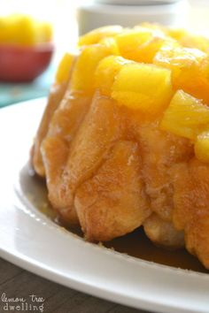 Pineapple Upside Down Monkey Bread – Lemon Tree Dwelling Köstliche Desserts, Delicious Desserts, Dessert Recipes, Yummy Food, Brunch Recipes, Pineapple Upside Down, Bread And Pastries, Monkey Bread, Dessert Bread