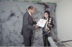Michael Jackson 1981 - 1990 - Mayor Tom Bradley Declaring Michael Jackson Day in Los Angeles - November 1988
