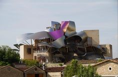 Marqu__s_de_Riscal_winery_Spain_Frank_Gehry_hal_beral_vw_pics_alamy_stock_photos
