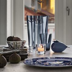 iittala Toikka Kuulas Rain The iittala Toikka Kuulas Rain wears iittala's cool and comforting color for 2014 with effortless elegance. The peaceful greyish-blue hue is permanently a part of the mouth-blown glass rather than pain. Modern Interior, Home Interior Design, Nordic Living, Alvar Aalto, Glass Birds, Interior Inspiration, Kitchen Inspiration, Timeless Design, Clear Glass