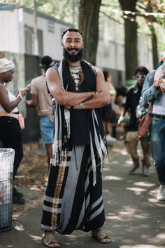 Street Style at AfroPunk 2017 - Essence Fashion 2017, Star Fashion, Mens Fashion, Fashion Outfits, Fashion Tips, Rock Fashion, Unique Fashion, Fashion Boots, Dandy
