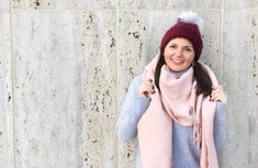 One question/compliment I receive the most is how I wrap my scarves so I decided to dedicate a video to. Stylish Outfits, Fashion Outfits, Women's Fashion, Style Me, Style Blog, Blanket Scarf, Fall Winter Outfits, 5 Ways, Chambray