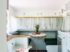 The caravan needs to be levelled on a set firm surface. If you own a caravan that you're seeking to sell talk to us about finding the most suitable buyer. When you travel to your very own custom-built caravan you… Continue Reading → Retro Caravan, Vintage Caravan Interiors, Vintage Caravans, Vintage Trailers, Caravan Ideas, Caravan Decor, Vintage Campers, Diy Caravan, Caravan Living