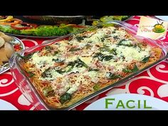 Espagueti al horno receta navideña facil - YouTube Cordon Blu, Flower Pot Design, Mexican Food Recipes, Ethnic Recipes, Lasagna, Food Videos, Quiche, Food And Drink, Pizza