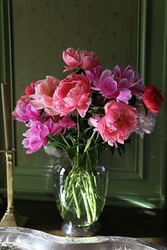 Must find peonies the next time I buy fresh flowers.  Gorgeous.