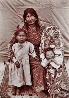 BLACKFEET PIKUNI MOTHER AND HER CHILDREN , 1898