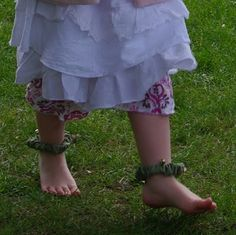 Ankle bracelets (look like they are fom scrunchies to me): may faire