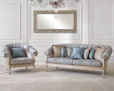 Двухместный диван и кресло в тканевой обивке светло-голубого и бежевого цветов с элементами золота и серебра