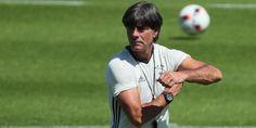 Mission Titelverteidigung Bundestrainer Löw holt für WM-Quali drei Silber-Jungs