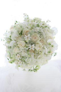 ラウンドブーケ 春の小花で 椿山荘様へ : 一会 ウエディングの花