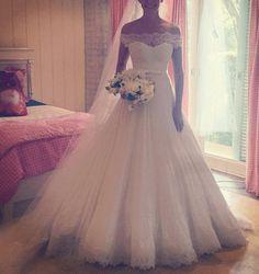 VN361 – Vestido de Noiva Princesa em Renda e Crepe com Ombro Caído – Famoso na…