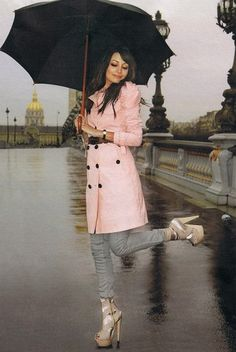 Nicole Richie wearing Jet by John Eshaya Bolt Skinny Jeans in Grey, Burberry Prorsum Trench Coat in Pink, Burberry Prorsum Belt and Burberry Prorsum Platform Sandals. Baby Raincoat, Green Raincoat, Pink Trench Coat, Image New, Dressing, Cute Coats, Rain Gear, Nicole Richie, Richie Rich