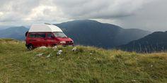 Allrad braucht man nicht auf der Schotterpiste zum Stol in Slowenien - es sei denn man nimmt die falsche Abzweigung. Dann hat man Nervenkitzel und eine gute Aussicht. Vw T4 Caravelle, Vw T4 Syncro, Offroad Camper, Small Campers, Slovenia