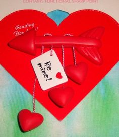 "VINTAGE HALLMARK ARROW CONVERSATION HEART ""BE MINE"" VALENTINE LAPEL PIN - NOC"