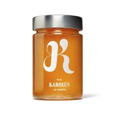 Quiero probar esta miel. melosa, presenta un envolvente aroma floral, ligeramente balsámico. Fundente en boca, revela un bouquet de delicadas notas vegetales, con persistencia del romero y una dulzura sutil