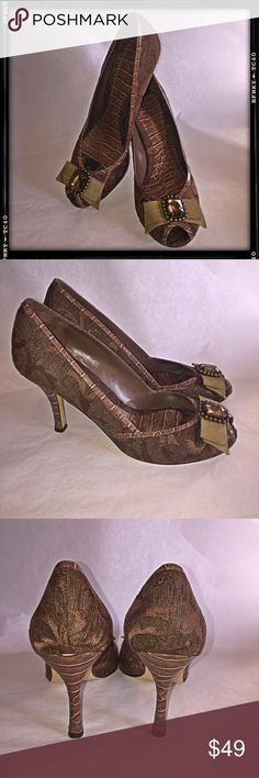 Enzo Angiolini Janine fabric pumps These are beautiful, unique shoes! Embellished  with a stone on the bow! Excellent condition! Only wear is on the bottom. Enzo Angiolini Shoes Heels
