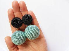 Dos bolas chicle gitana bailarina les bombones pendientes de