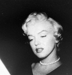 Marilyn in court for her divorce from Joe DiMaggio, 1954.
