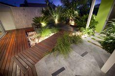 Karrinyup Residence — Landscape design by Cultivart (La iluminacion en cada planta no abarca mucho)
