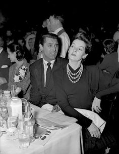 Cary Grant and good friend Rosalind Russell goof around on Oscar night in Los Angeles, 1942 Cary Grant was nominated for Best Actor that years for Penny Serenade. Hollywood Party, Hooray For Hollywood, Old Hollywood Glamour, Hollywood Actor, Vintage Hollywood, Classic Hollywood, Hollywood Couples, Hollywood Stars, Rosalind Russell