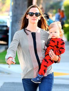 Jennifer Garner with her son Samuel. Look at those pouty lips!