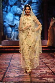 Suneet Varma for India Bridal Fashion Week (IBFW) 2013 Love the dupatta border