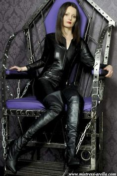 The English Mansion - Our Doms - Mistress Arella