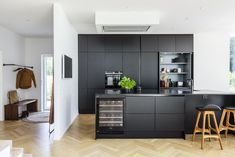 Funkis huse fra Skanlux - se mulighederne i en Funkisvilla Black And Grey Kitchen, Grey Kitchens, Houzz, My Dream Home, Tall Cabinet Storage, Condo, Villa, Kitchen Cabinets, How To Plan