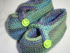 Cross Over Cute and Cosy Baby Shoes / Slippers Knitting For Kids, Knitting Projects, Baby Knitting, Cute Designs, Cosy, Merino Wool, Knits, Knit Crochet, Baby Shoes