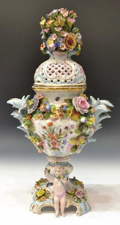Lot: CONTINENTAL PORCELAIN FLORAL ENCRUSTED URN, Lot Number: 0147, Starting Bid: $200, Auctioneer: Austin Auction Gallery, Auction: GLEANNLOCH ARABIAN HORSE RANCH ESTATE, Date: November 23rd, 2013 CET