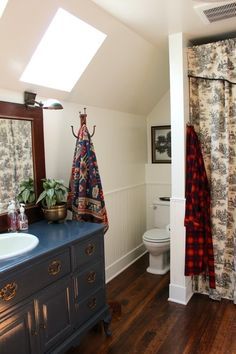 Setting Up Home: 5 Ways to Make a Lovely Bathroom from our House Tours | Apartment Therapy