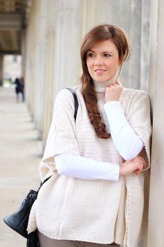 winter outfit | winter look | fashionblogger | blogger | poncho | stehkragen | rollkragen | turtleneck | white | weiß | jeans | stoffhose | braun | beige | hochfrontpumps | ankle boots | beuteltasche | fransen | bucketbag | fringes | brunette | girl | braune Haare | lange Haare | long hair | pretty | beautiful | fashion | mode | modeblogger | JustMyself