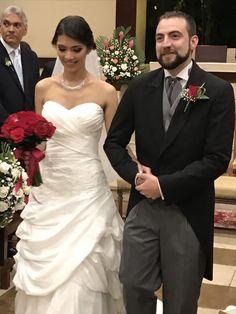 Boda Flavia Alvarez y su flamante novio.  Flavia selecciono un bouquet en rosas rojas con toques de pedreria,