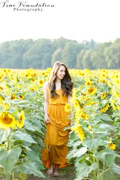 Sunflower field Session | Hendersonville, NC Photography #sunflowers #pose #field