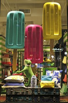 popsicles turned eye candy for this fun store visual merchandising display Window Display Design, Store Window Displays, Summer Window Displays, Display Windows, Visual Merchandising Displays, Visual Display, Retail Windows, Store Windows, Shop Front Design
