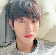 Ahn hyoseop 💓 discovered by Ichikawa tsubaki on We Heart It Asian Actors, Korean Actresses, Korean Actors, Actors & Actresses, Cute Korean, Korean Men, Queen Of The Ring, Ahn Hyo Seop, Romantic Doctor