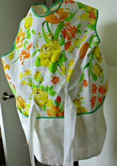 Vintage 1950s Handmade Apron Floral Print Big Pockets by FabulousFunFashion on Etsy