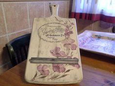 Tabla de cocina para el tablet....con transferencias y flores pintadas con la técnica de aguadas...preciosa!!