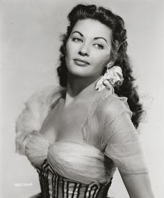 Yvonne de Carlo (Lily Munster)