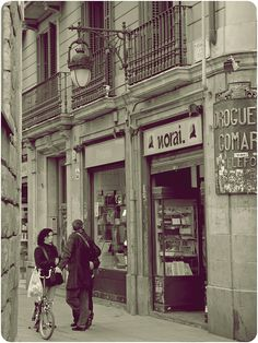 El Raval Visit Barcelona, Barcelona City, Barcelona Spain, Colorful Pictures, Old Pictures, Old Photos, Beautiful Pictures, Ibiza, Good Old Times