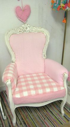 Shabby chic Sessel in rosa weiss Accent Chairs, Shabby, Furniture, Home Decor, Pink, Armchair, Upholstered Chairs, Interior Design, Home Interior Design