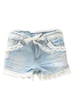 Simply just add lace trimming to an old pair of jean shorts. And then a strand of lace for a belt. So so cute!