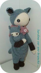 KIRA the kangaroo made by sardinesurunebra / crochet pattern by lalylala
