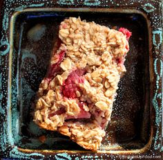 Baked Oatmeal is delicious for breakfast or as a snack bar (when cooled). Baking the oatmeal results in a spongy texture much like bread pudding. It's easy to make and customize with your favorite . Vegan Breakfast Recipes, Delicious Vegan Recipes, Vegan Desserts, Vegetarian Recipes, Yummy Food, Healthy Recipes, Baked Apple Oatmeal, Baked Apples, Plant Based Breakfast