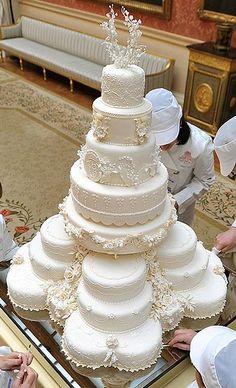 Wedding Cake for HRH Prince William & Kate Middleton .... this surpasses any illion-tier cake I've seen. Elegant. wow