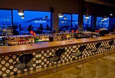 Tarihi İstanbul ve Boğaz manzarasıyla İstanbul Modern Restoran, müze ziyaretçisi olsun olmasın herkese, zengin mönüsüyle, geniş terasında ve şık tasarlanmış iç mekânında hizmet veriyor.