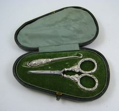 Victorian_Silver_Sewing_Set_Et_as257a174z.jpg (1000×935)