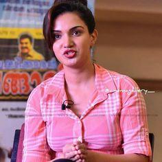 Honey Rose, Malayalam Actress, South Indian Actress, Bikini Pictures, Hottest Photos, Indian Beauty, Indian Actresses, Curvy, Tights