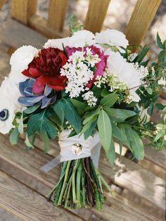 Ashley Kelemen Photography | Coordination: Couture Events | Floral Design: Leaf It To Lexi | Venue: Ponte Winery via CeremonyMagazine.com